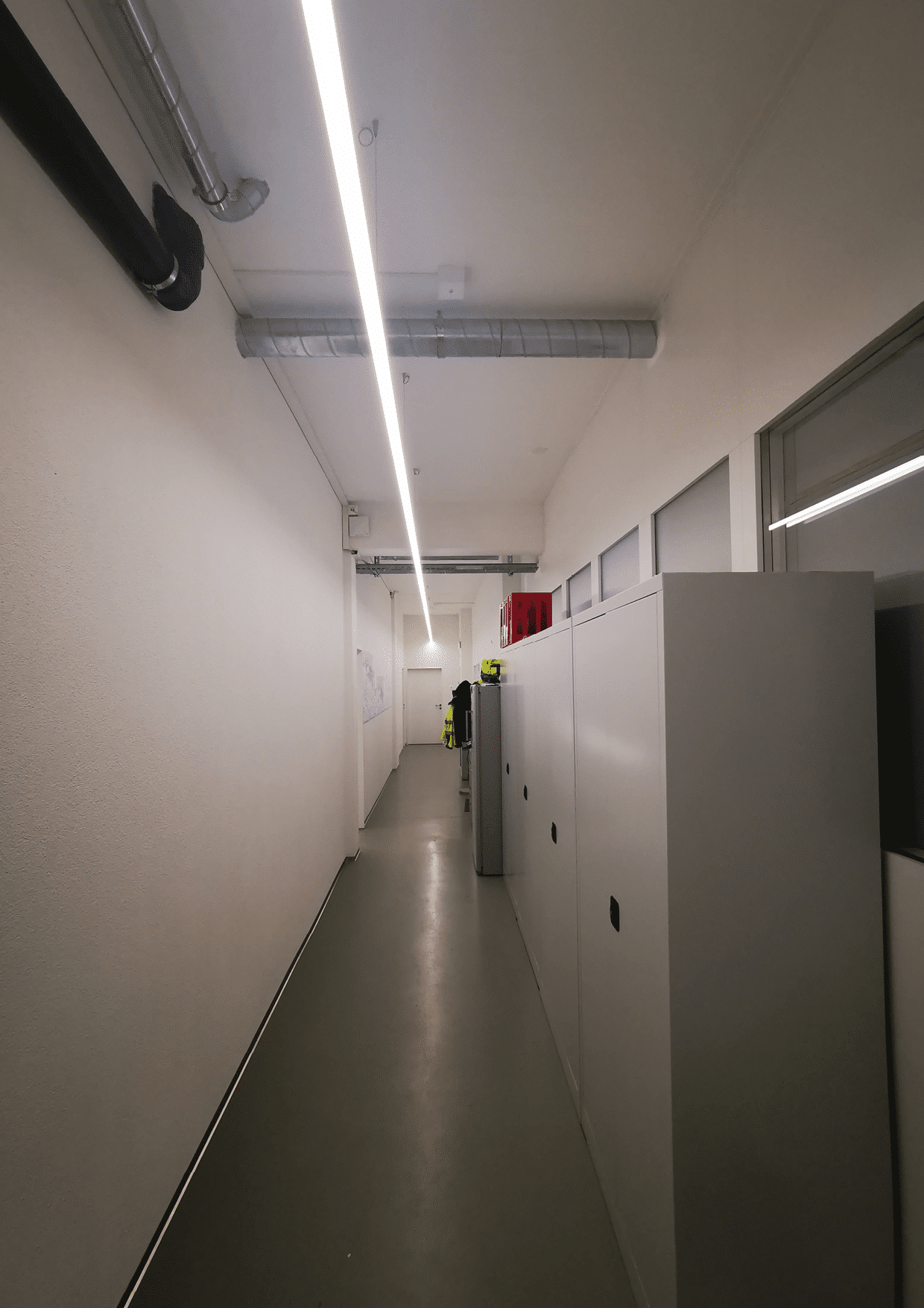 Durchgang Büro zur Werkstatt