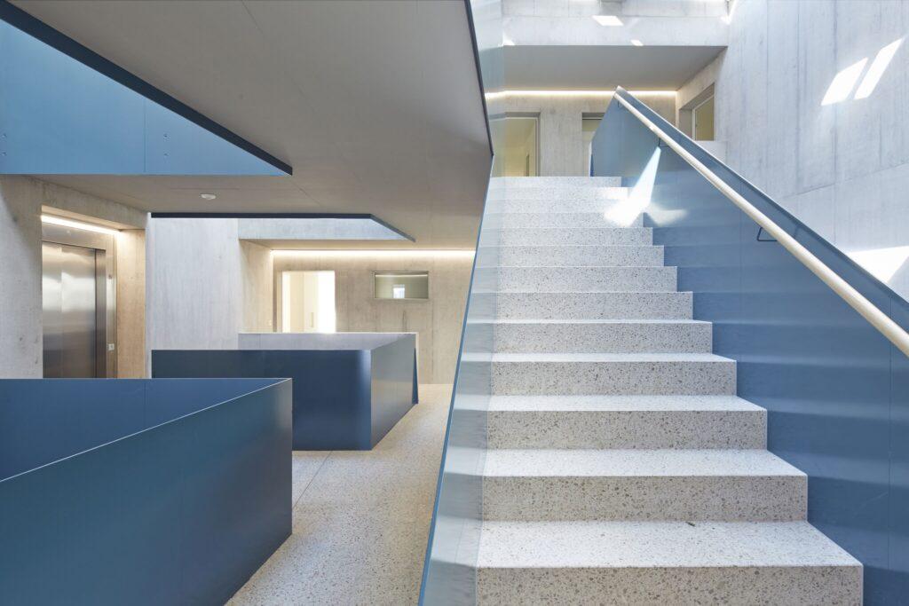 Modernes Treppenhaus in Zürich